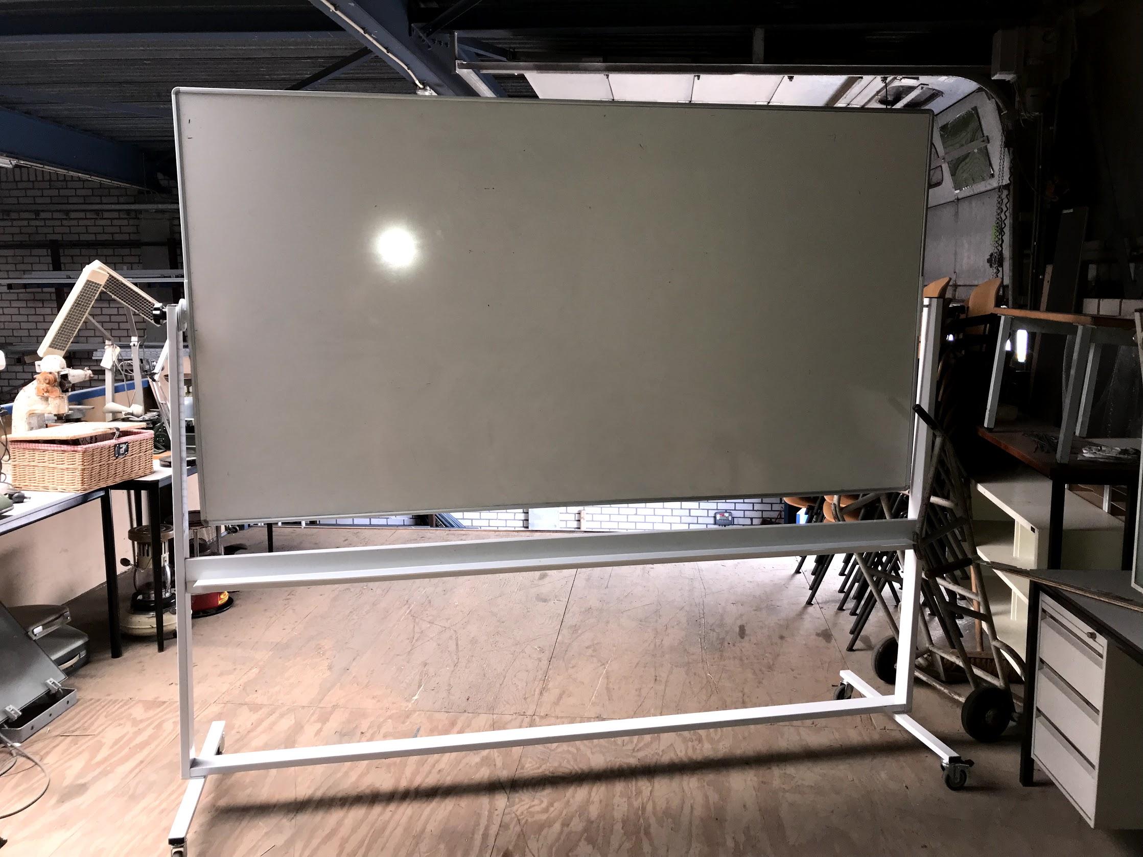 Whiteboard op wielen