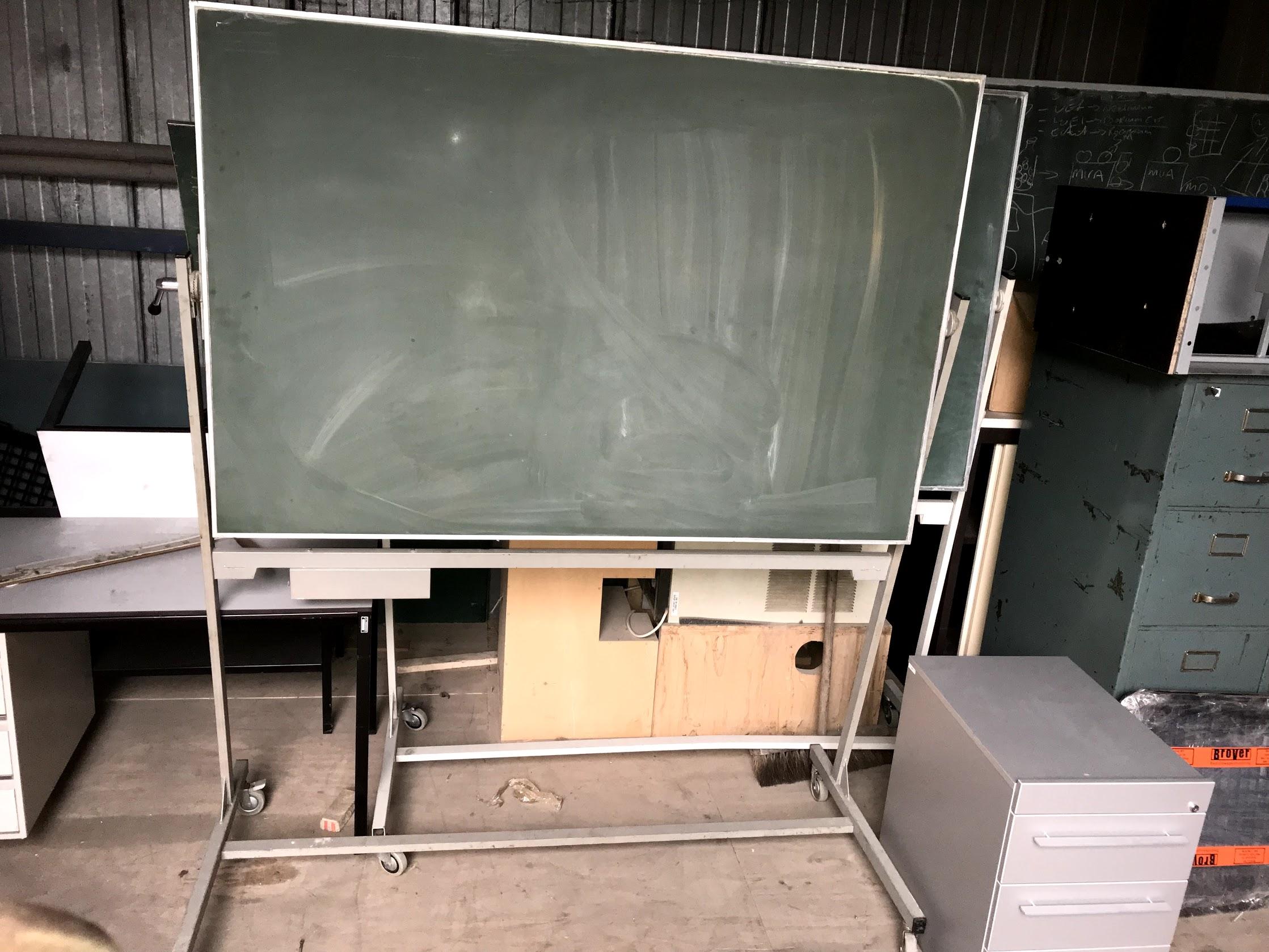 Schoolbord op wielen